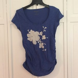 Old navy maternity floral blue tee sz small